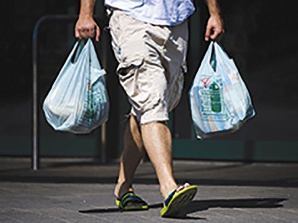 """""""Cuộc chiến"""" với túi nylon: kinh nghiệm từ… nước Anh"""